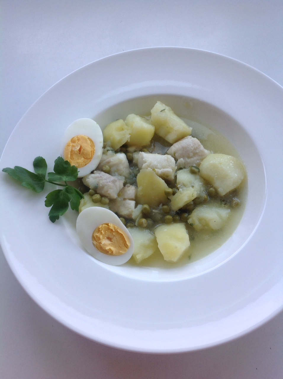 Patatas y merluza en salsa verde
