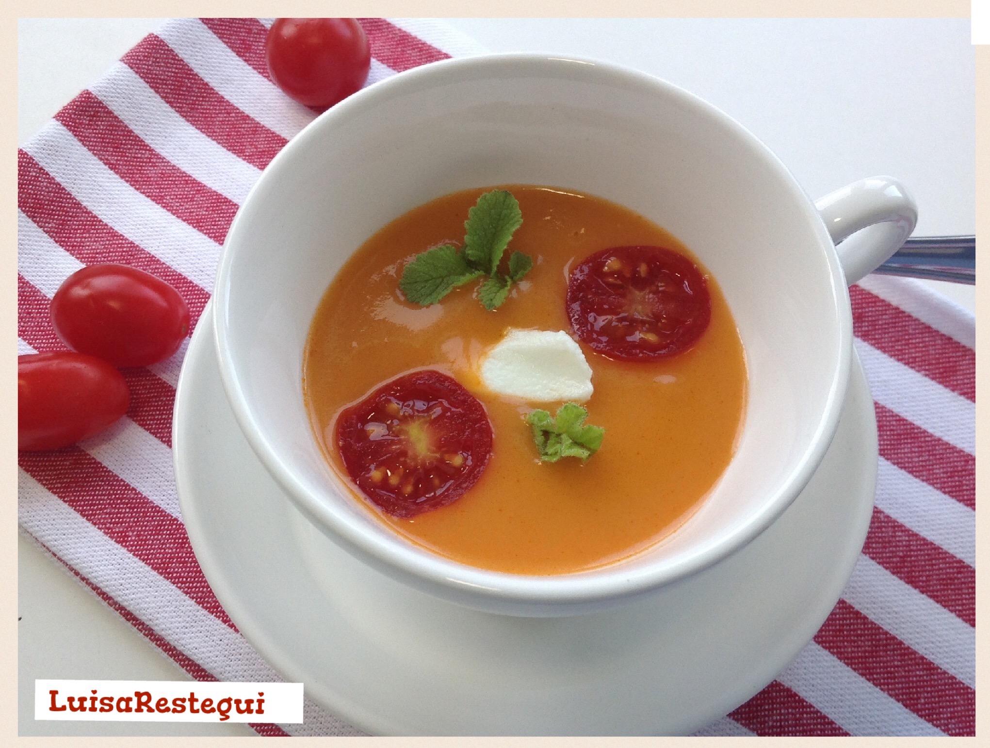 Sopa griega de tomate y yogurt