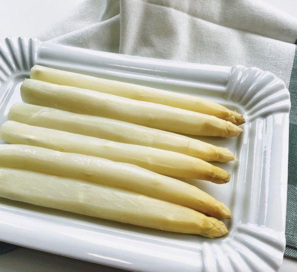 Cómo cocer espárragos blancos frescos